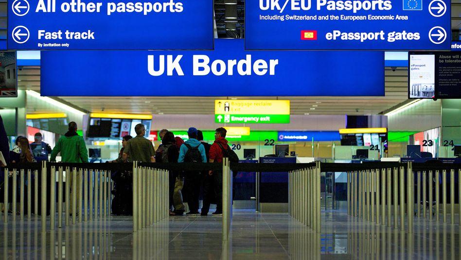 Flughafen London Heathrow: Bisher müssen alle Menschen, die nach Großbritannien einreisen, sich in eine 14-tägige Isolation begeben