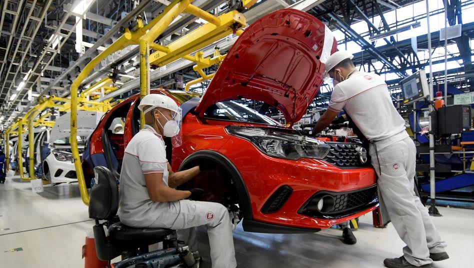 Umbau im laufenden Betrieb: Der neue Stellantis-Chef Carlos Tavares, bislang CEO der Opel-Mutter PSA, muss sich gleich zu Fusionsstart mit großen Überkapazitäten und China-Schwierigkeiten herumschlagen