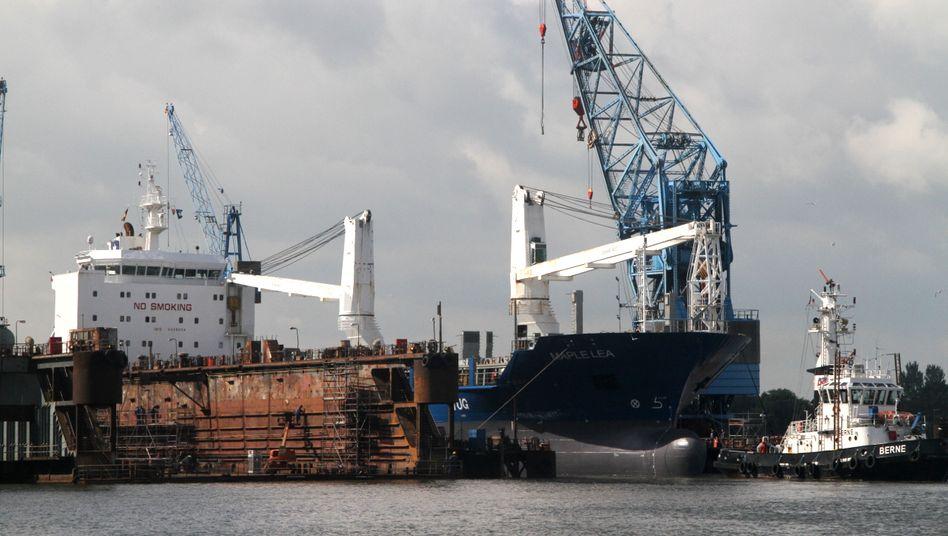 """Zankapfel: Das MS """"Maple Lea"""" von Auerbach Schifffahrt hieß zuvor MS """"Pride of Paris"""" und steht im Zentrum des Streits zwischen Anlegern und der NordLB"""