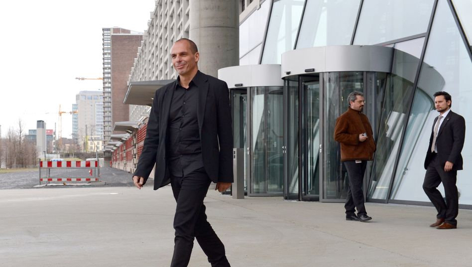 Im offenen Hemd auf Europa-Tournee: Varoufakis am Mittwoch vor dem EZB-Gebäude