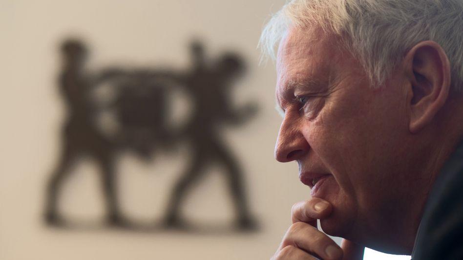 Glückloser Patriarch: Werner Michael Bahlsen hat zwei Jahrzehnte lang kaum unternehmerische Impulse gesetzt. Das Geschäft mit Handelsmarken darbt, die Auslandsexpansion kommt kaum voran.