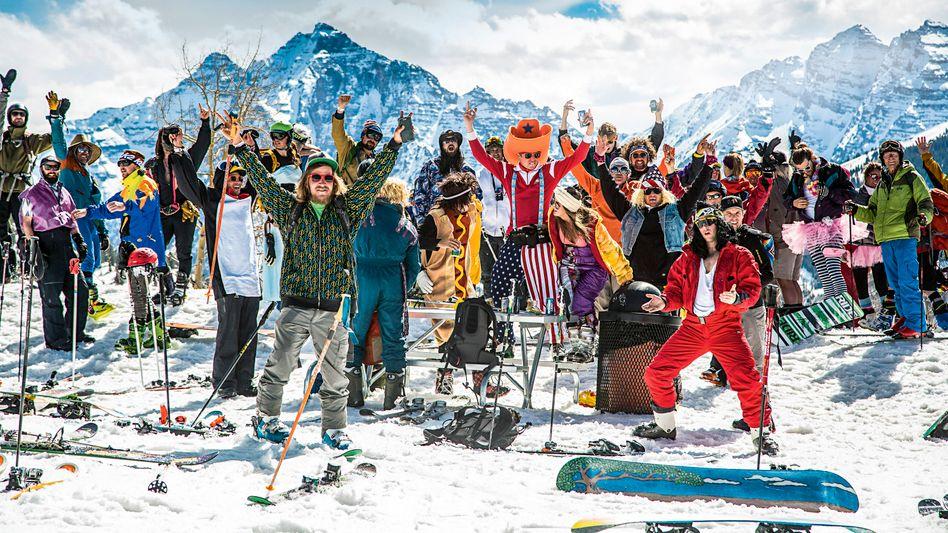 Total jeck: Closing Day in Aspen: Mitte April ist Saisonende, alle heizen in Kostümen The Bowl runter. Danach: Party.