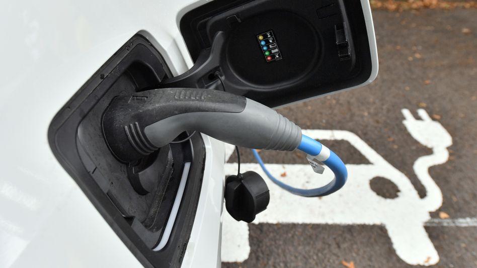 Erhebliche Subventionen: Es ist das erklärte klimapolitische Ziel der Bundesregierung, den CO2-Ausstoß durch den Verkehr deutlich zu vermindern, dafür stimuliert der Staat mit viel Steuergeld den Kauf von Elektroautos
