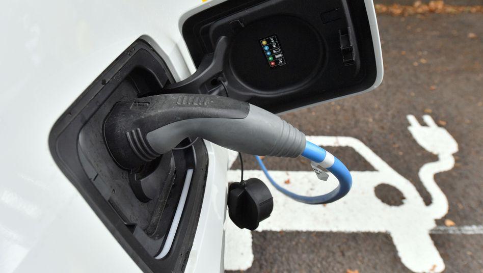 Elektroauto: Der Anteil der Neuzulassungen in der EU steigt von sehr wenig auf wenig, das heißt von 2,4 auf 7,2 Prozent
