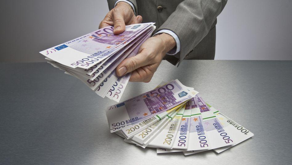 Geldsegen: Die Bundesbank stellt fest, dass die Deutschen reich wie lange nicht sind. Doch es könnte mehr sein - wenn sie den Finanzmärkten ein wenig mehr trauen würden