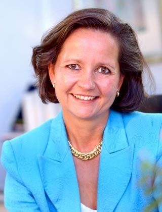 Christina Kuenzle arbeitet in der Schweiz und international als Executive und Business Coach. Vor der Gründung ihres eigenen Unternehmens Choice Ltd. war sie Mitglied der Konzernleitung der Sulzer AG und verantwortlich für Konzernentwicklung.