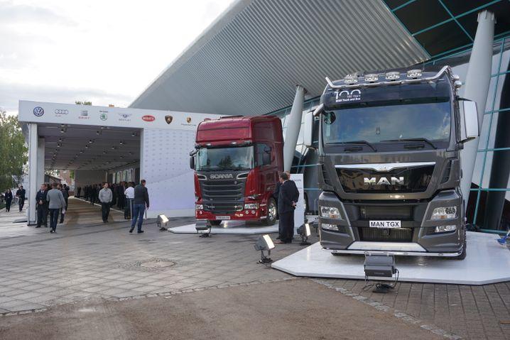 On the Move: Volkswagen fährt vor der Fraport Arena groß auf