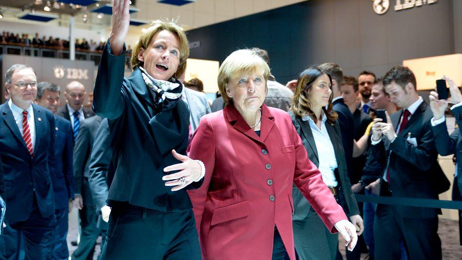 Martina Koederitz (IBM) mit Kanzerlin Merkel: Immer noch sind Frauen an der Spitze die große Ausnahme