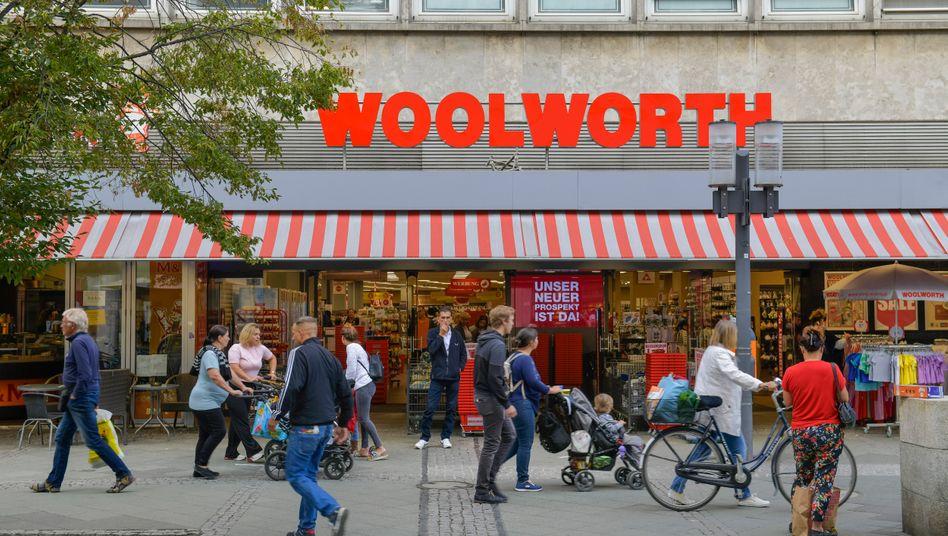 Woolworth-Filiale in Berlin: Ramschkönig Stefan Heinig will die Zahl seiner Kaufhäuser verdoppeln.