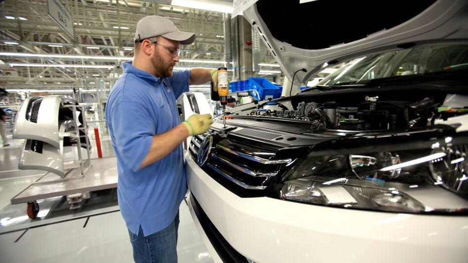 Montage des VW Passat im neuen US-Werk in Chattanooga: Volkswagen erzielt einen Großteil seiner Erfolge im Ausland - wie andere Hersteller auch