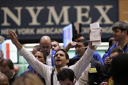 Ölhändler in New York: Der US-Ölpreis hat wieder nachgegeben