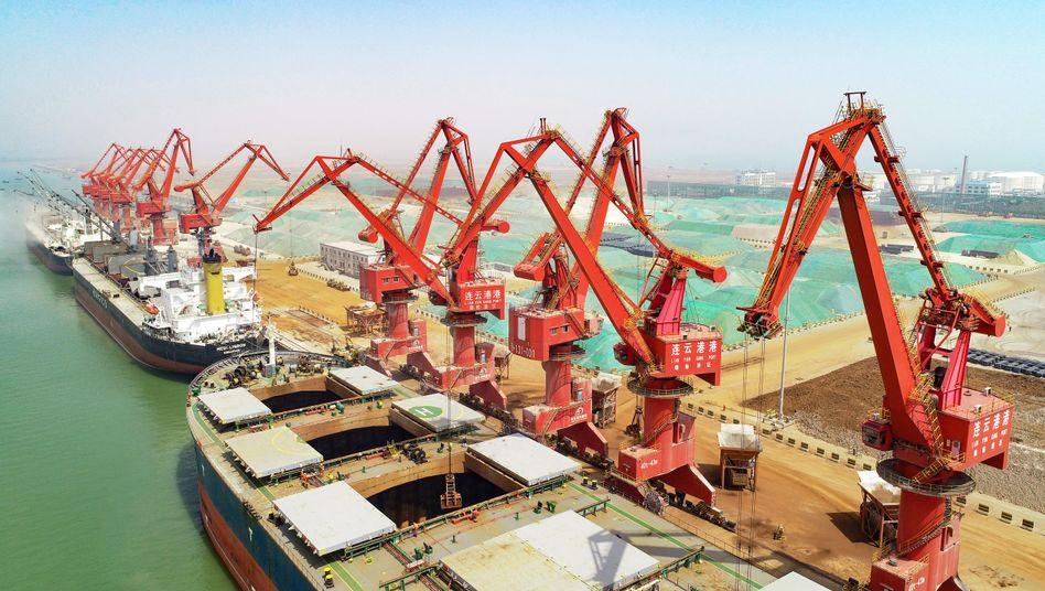 Hafen in Lianyungang: Trump setzt die chinesische Regierung so massiv unter Druck, dass das gesamte politische System in Bewegung kommt