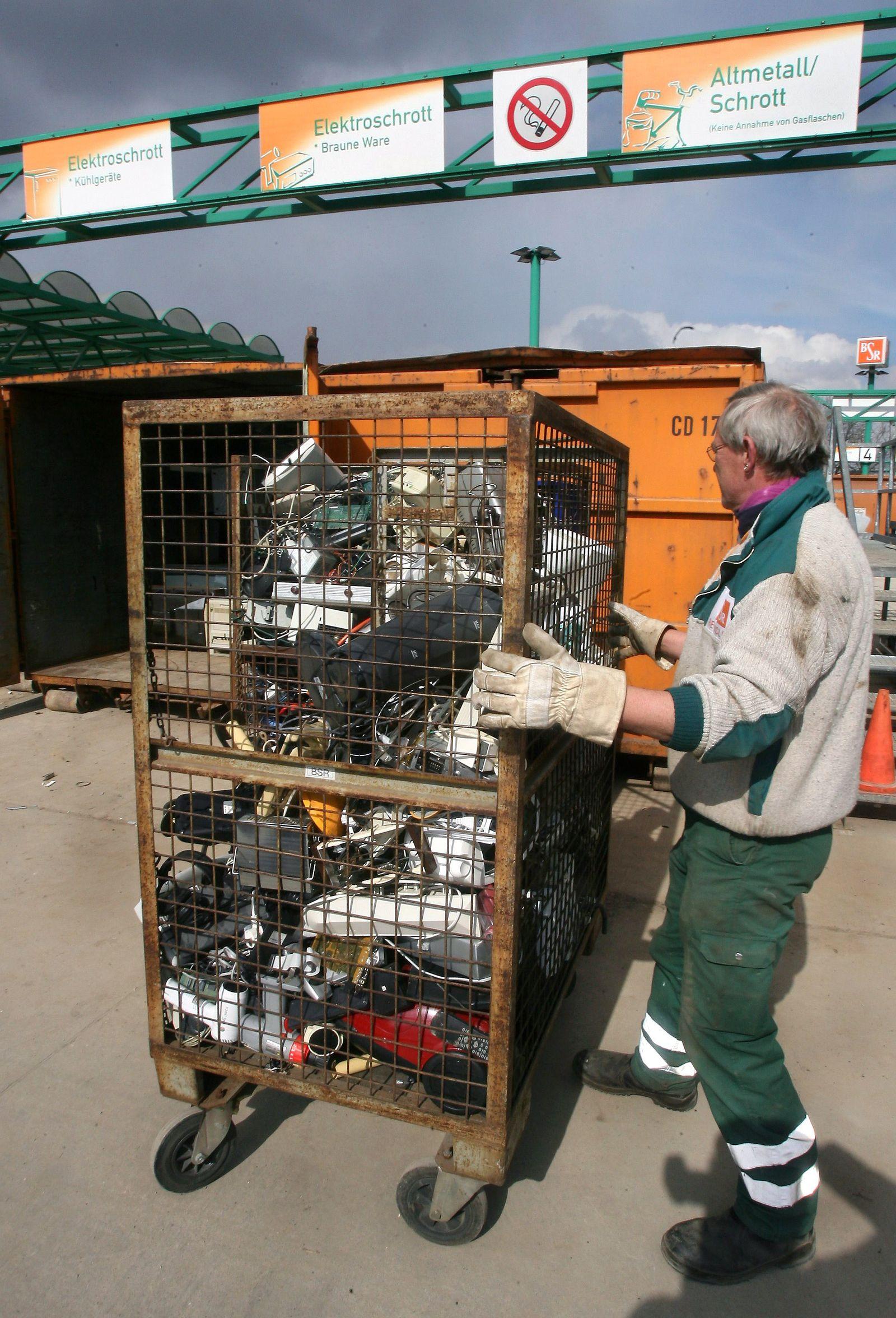 Elektroschrott auf Recyclinghof in Berlin
