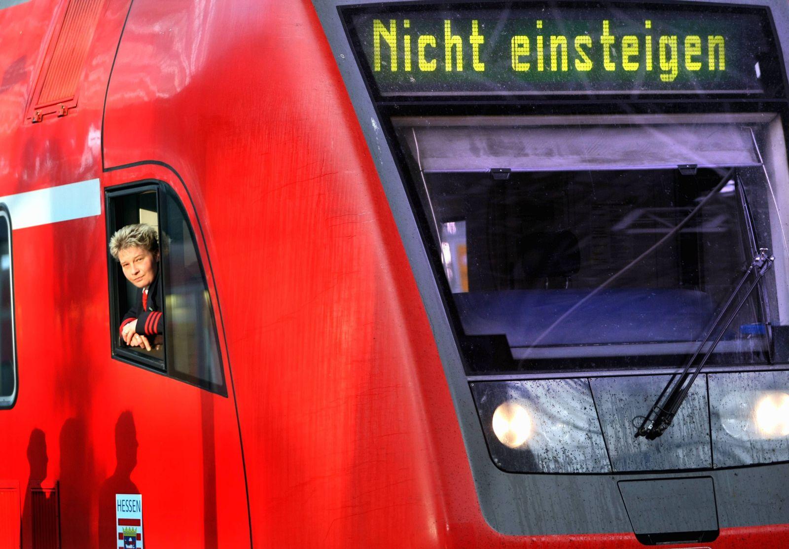 NICHT VERWENDEN Streik im Nahverkehr - Bahn: Kaum wesentliche Einschraenkungen