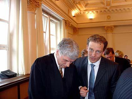 Neu dabei: Anwalt Sven Thomas und sein Mandant Alexander Falk