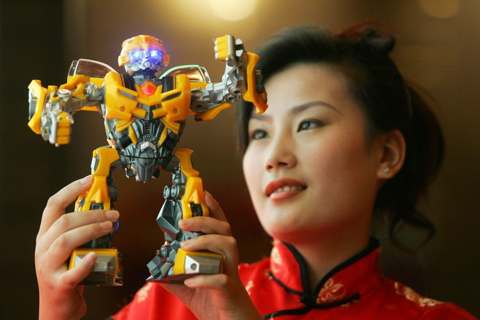 Roboter / China / Frau