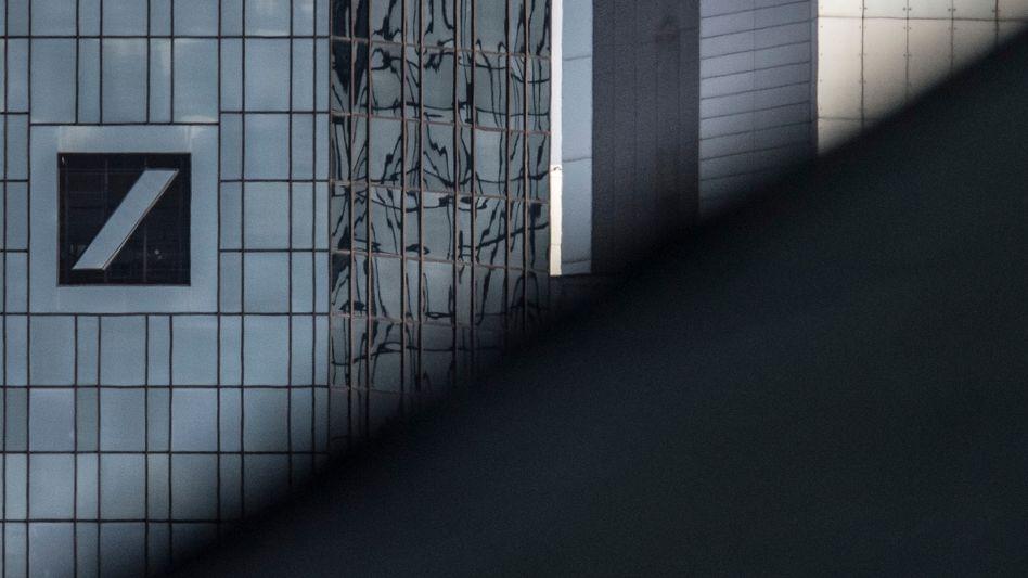 Krise ohne Ende: Commerzbank und Deutsche Bank notieren nahe Rekordtief