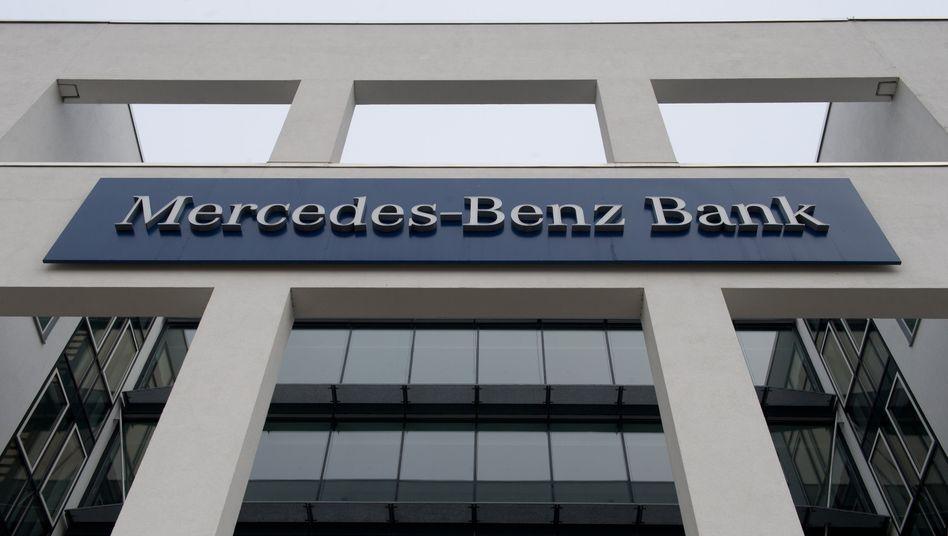 Mercedes-Benz-Bank: Die Widerrufsregeln in den Autokredit-Verträgen der Bank sind wohl nicht zu beanstanden. Pech für Diesel-Fahrer, die auf diesem Umwege hofften, ihren mittlerweile ungeliebten Selbstzünder wieder zurückgeben zu können