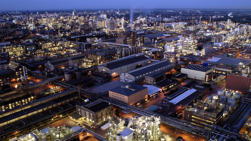 BASF-Stammwerk in Ludwigshafen: Deutsche Chemieindustrie insgesamt derzeit mit Gegenwind