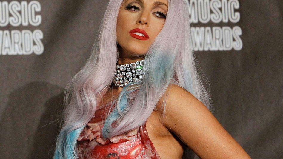 Lady Gaga: Die junge Musikerin hat offenbar zahlreiche Fans - da kann man auch mal ein Schnitzel als Kopfschmuck tragen