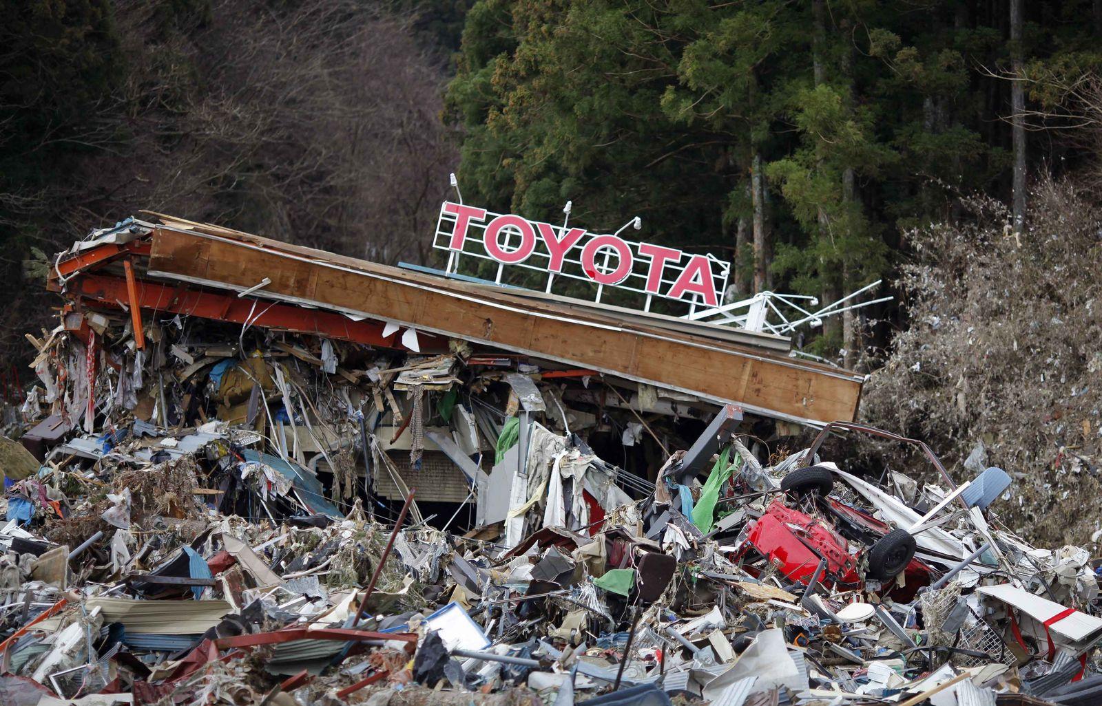 Erdbeben Japan / zerstörter Toyota Händler