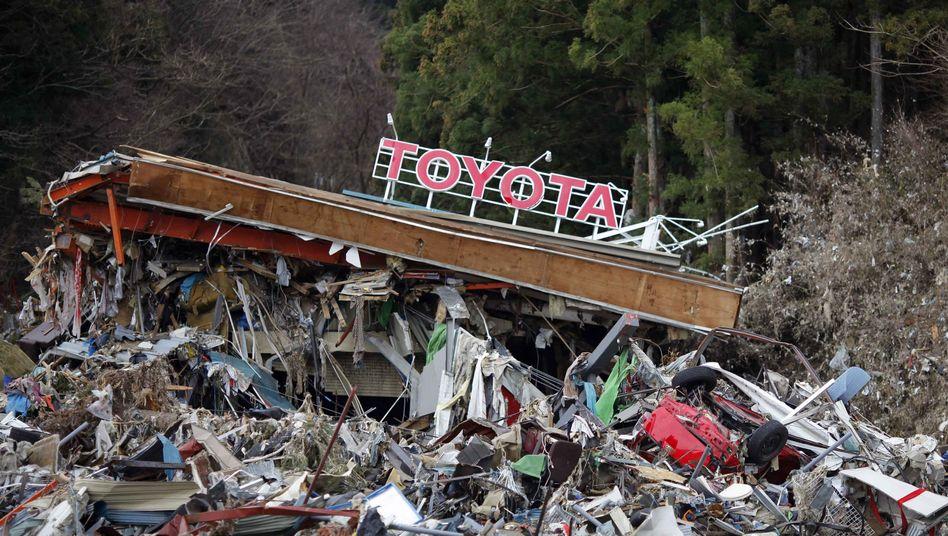 Zerstörte Fabrik von Toyota: Die japanische Autoindustrie wurde von Erdbeben und Tsunami schwer getroffen