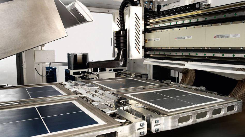 Produktionsmaschine von Manz: Vorstandschef Manz fürchtet um die Jahresziele