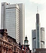 Die Zentralen von Dresdner Bank und Commerzbank in Frankfurt