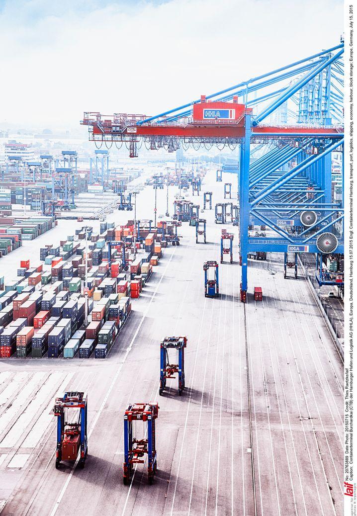 Drehscheibe mit abnehmendem Drehmoment: Containerterminal in Hamburg.