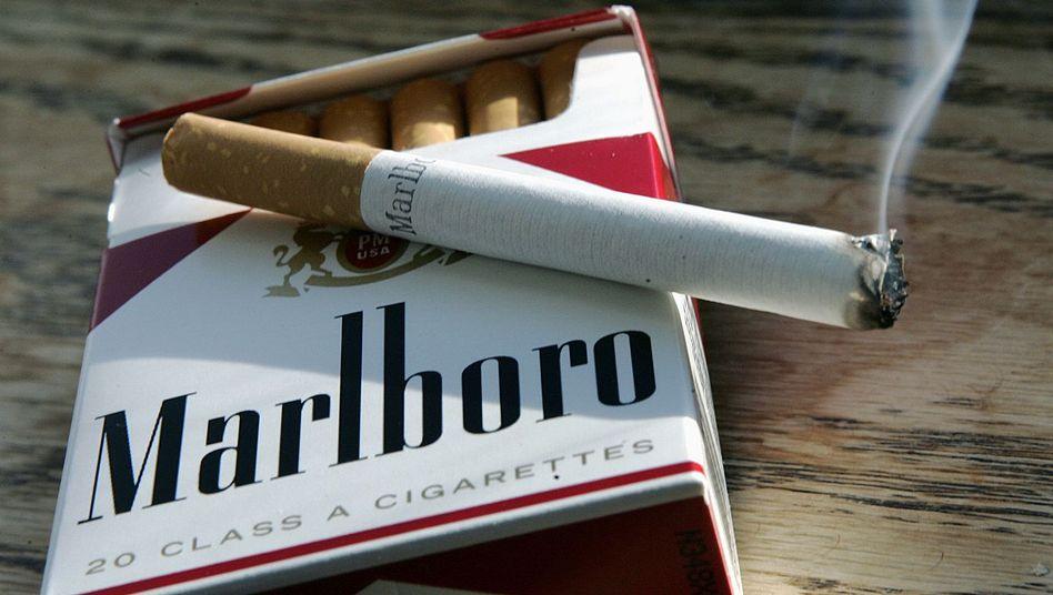 Brennende Zigarette: Marlboro sucht angesichts rückläufiger Raucherzahlen im Westen nach Alternativen
