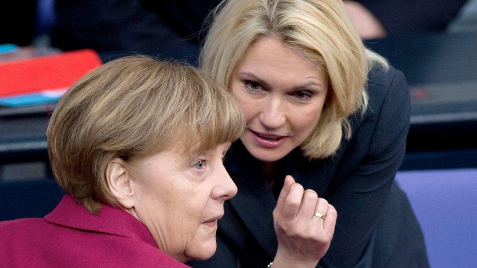 Bundeskanzlerin Angela Merkel, Ministerpräsidentin Manuela Schwesig: Von den 500 größten Unternehmen weltweit werden gerade einmal drei Prozent von einer Frau als CEO geleitet.