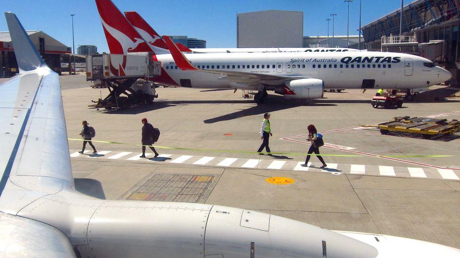 Neue Risse in 737-NG-Maschinen von Boeing entdeckt: Allein die australische Fluggesellschaft Qantas überprüft jetzt 33 Passagierflugzeuge vom Typ 737 NG. Brisant ist: Es handelt sich wohl um Jets einer Baureihe, für die die US-Luftfahrtaufsicht FAA bislang keine raschen Inspektionen vorgeschrieben hat.