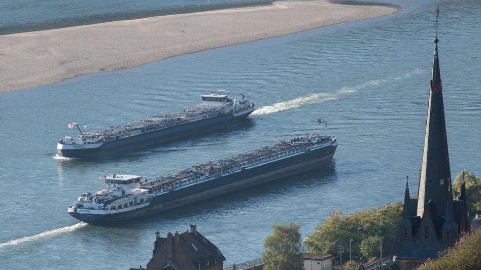 Niedrigwasser am Rhein: Probleme für Tank- und Transportschiffe