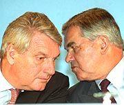 Ehemaliger Frankreich-Statthalter von Metro: Bernard (l.) als Carrefour-Chef mit einem französischen Kollegen