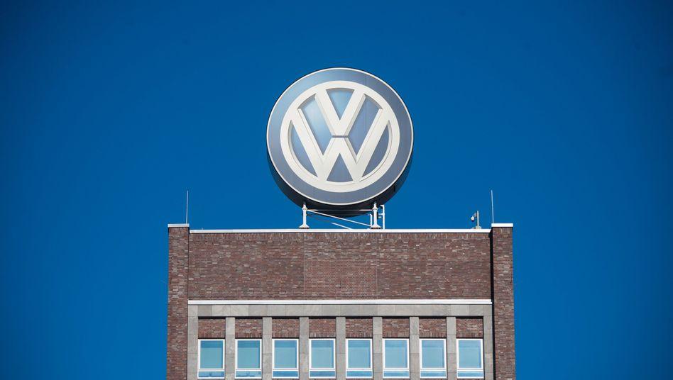 Volkswagen-Logo in Wolfsburg: Auf Expertise von Kirkland and Ellis verlassen