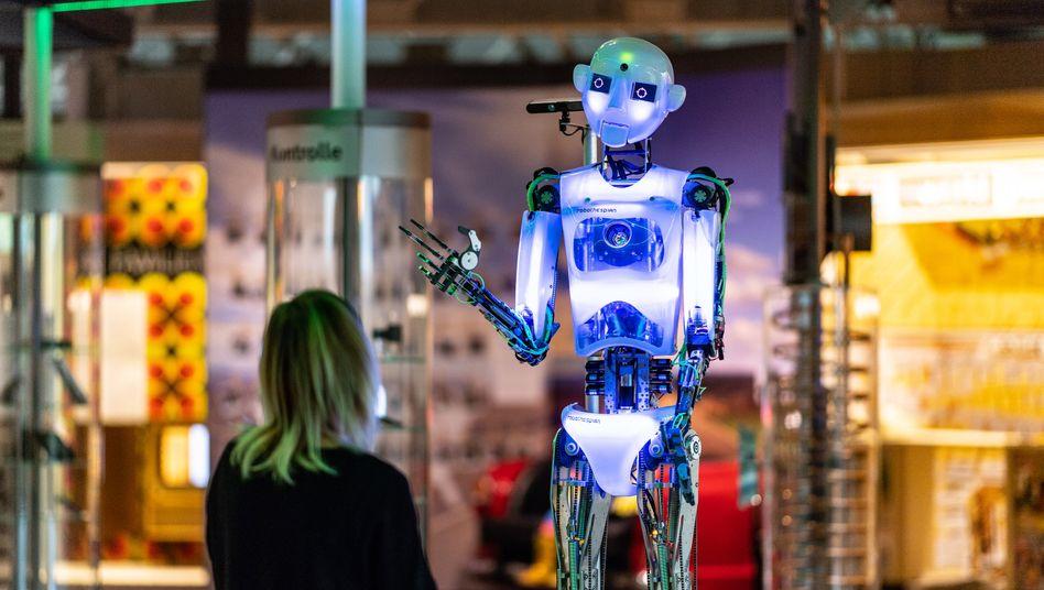 Es muss ja nicht gleich ein Roboter sein: Künstliche Intelligenz kann in vielen Unternehmensbereichen eingesetzt werden, zum Beispiel bei der Automatisierung von Prozessen