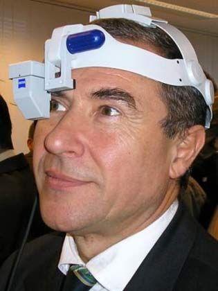 """Wissenschaftler mit Weitblick: Michael Lawo (55) ist technischer Manager des EU-Projekts """"Wear IT @ Work"""" und Professor für Angewandte Informatik am Technologie-Zentrum Informatik der Uni Bremen."""