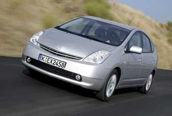 Im Stadtverkehr dank Elektroantrieb sparsam: Der Toyota Prius mit maximal 78 PS verbraucht 4,3 Liter