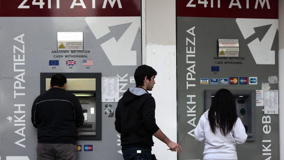 Guthaben: Bankkunden müssen künftig bis zu 10 Prozent Steuern auf Guthaben bei zyprischen Banken zahlen.