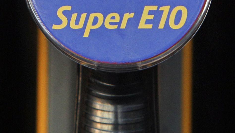 E10 an der Zapfsäule: Auch nach dem Benzingipfel herrscht Verunsicherung bei den Autofahrern