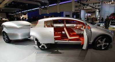 Handtäschchen: Zur Studie Actic haben die Nissan-Ingenieure gleich einen passenden Anhänger dazugestellt