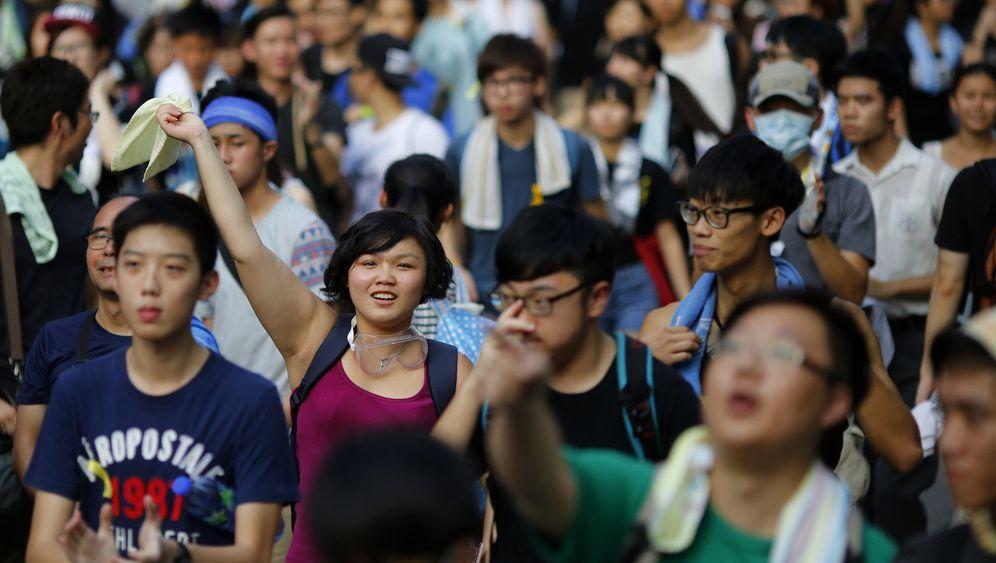 Eskalation in Hongkong: Mit Regenschirmen gegen Tränengas