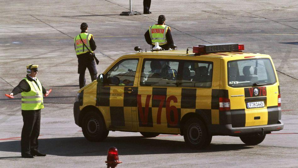 Vorfeldarbeiter und Flugzeugeinweiser am Frankfurter Flughafen: GdF will vier Tage streiken