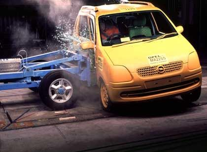 Crashtest beim Opel Agila: Kann die Bundesregierung ihren Favoriten Magna durchdrücken?