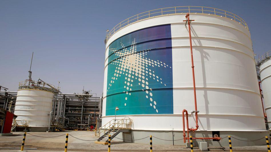 Öltank von Saudi Aramco: Der weltgrößte Ölproduzent bittet nach dem Drohnen-Angriff einige Kunden um Geduld