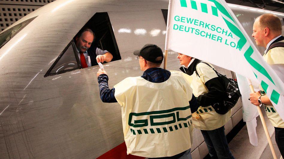 Lokführerstreik: GDL-Chef Weselsky führt einen Machtkampf - auf Kosten der Reisenden und zum Schaden der Gewerkschaften insgesamt, so Wetzel