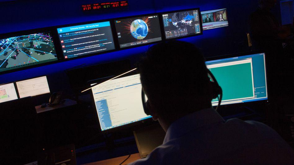 Lauschangriff: Das Internet der Dinge gibt den Geheimdiensten ganz neue Möglichkeiten - wenn die Nutzer der Informationsgesellschaft nicht nachrüsten, wird das Thema Datensicherheit untergehen