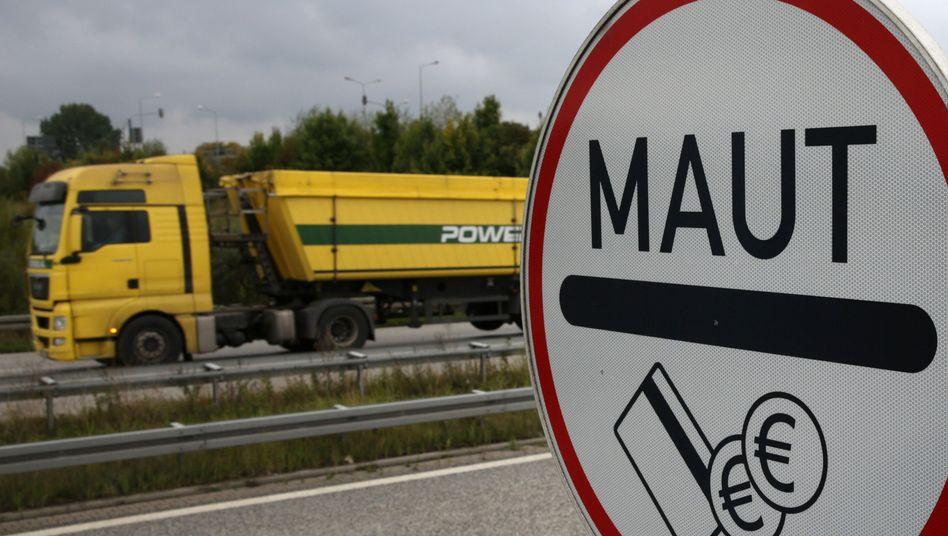 Mautpflicht: Künftig werden auch kleinere Transporter einbezogen. Zudem wird ab 2015 auf weiteren 1000 Kilometern Bundesstraße Maut erhoben