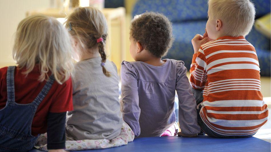 Betreuung für die Kleinen: Elterngeld wird für 12 oder sogar 14 Monate gezahlt, wenn beide Elternteile Elternzeit nehmen