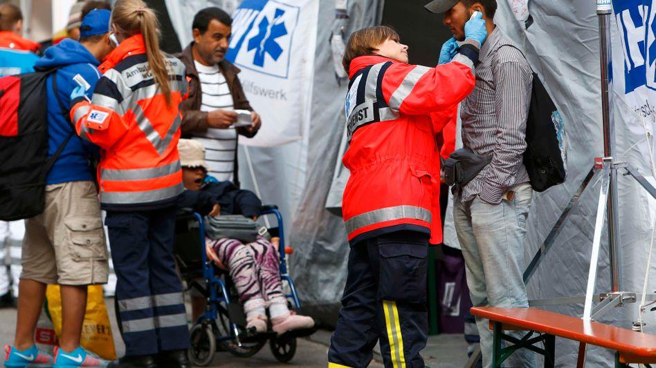 Medizincheck in München: Leipzig ein weiteres Drehkreuz für die erste Versorgung ankommender Flüchtlinge in Deutschland werden. Jeweils eine weitere zentrale Anlaufstelle soll in West- und Norddeutschland entstehen